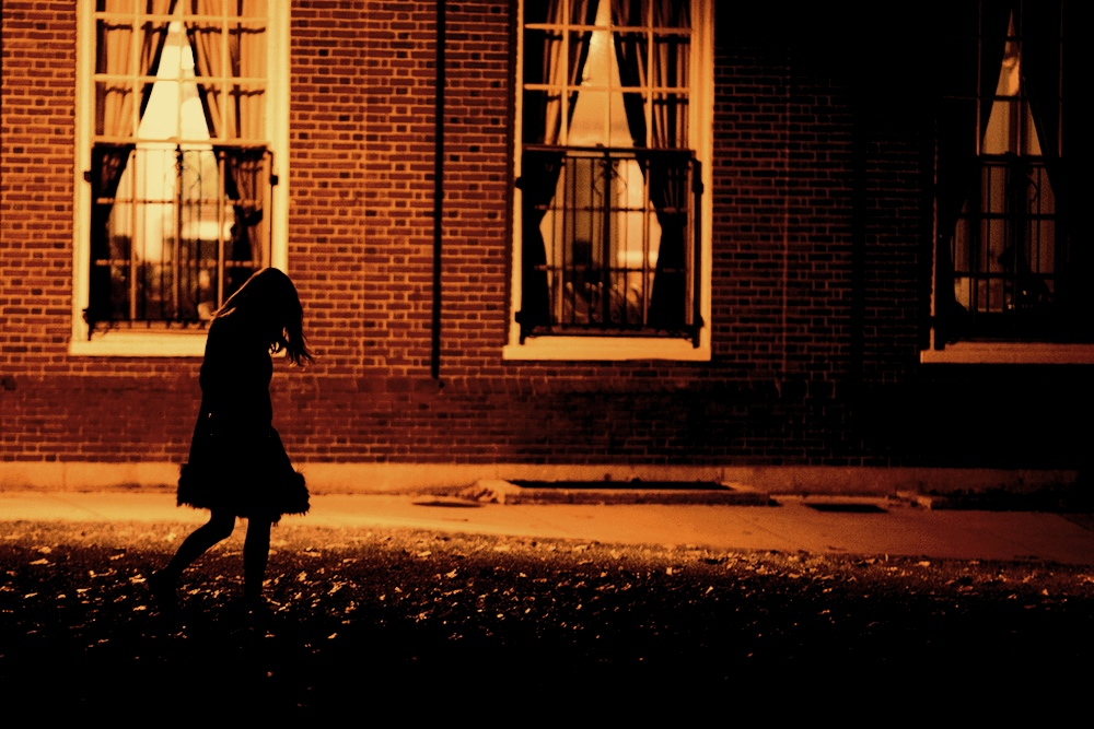 a-girl-walks-home-alone-at-night-from-the-club-body-image-1472667172